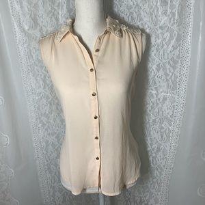 Lush XS sleeveless button up blouse